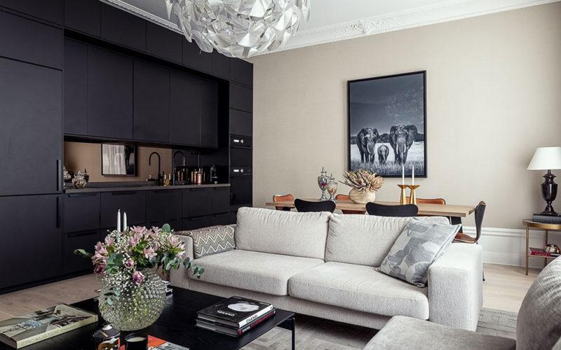Elegant modern apartment with black kitchen in Stockholm (74 sqm)