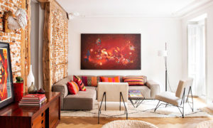 Brick wall, stucco and contemporary art: eclectic apartment in Madrid